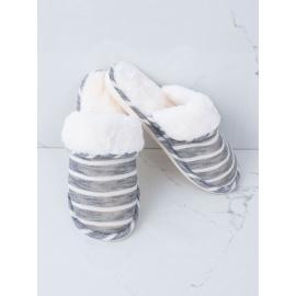 Kožešinové bílé a šedé pantofle